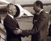 Laurent Fabius accueille Shimon Peres
