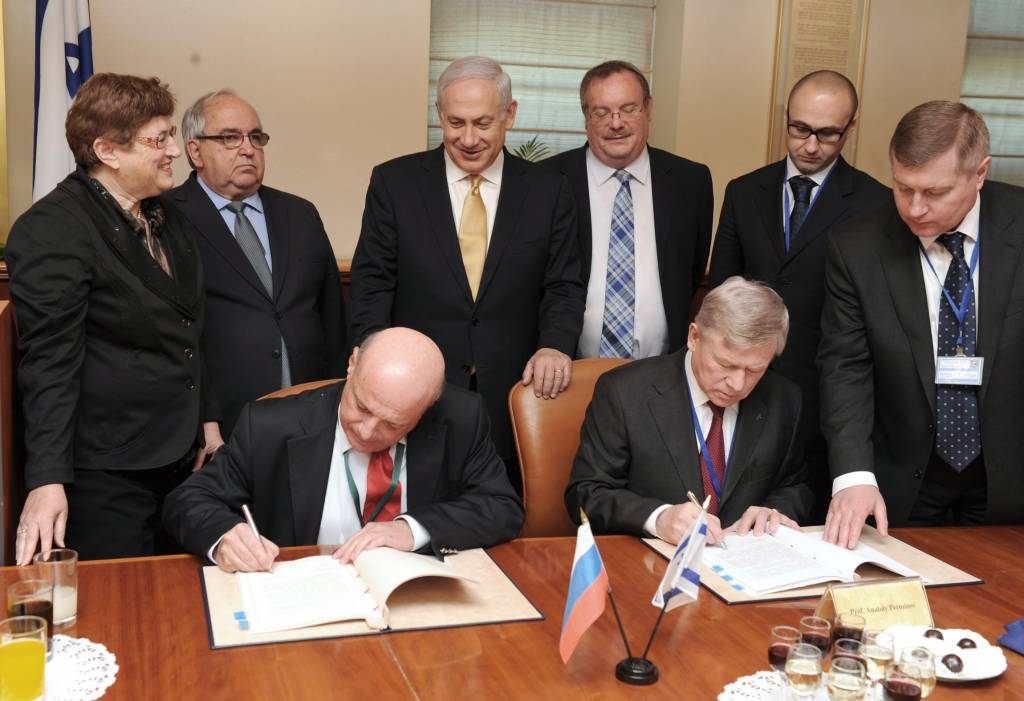 Israel:Economie, contrats d'armements, R&D, coopération militaire.. - Page 13 Israel-Russia-Space-agreement-3-1024x701